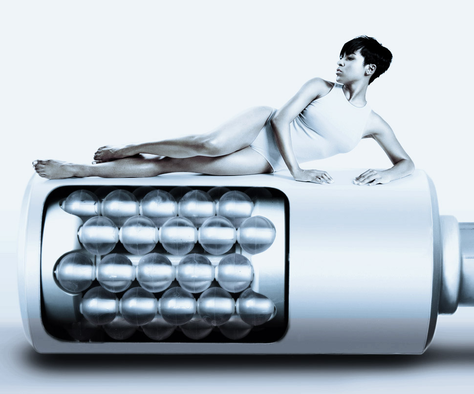 Modella seduta trattamento corpo anticellulite
